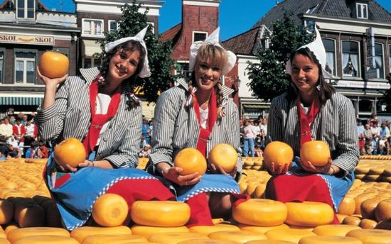 Cheese_girls,_Alkmaar