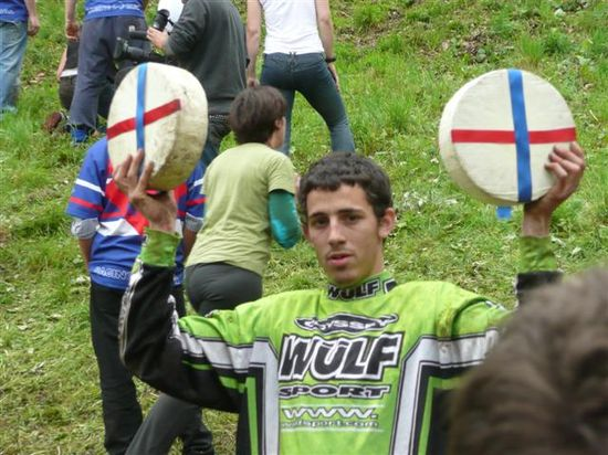 Cheese_rolling_festival_1