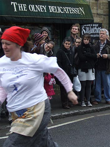 Olney_pancake_race_3