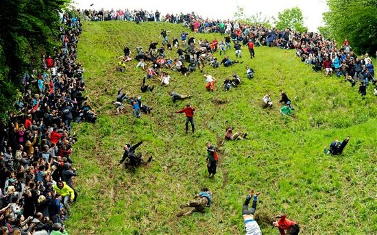 Cheese_rolling_festival