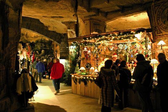 Valkenburg-kerstmarkt-fluweelengrot