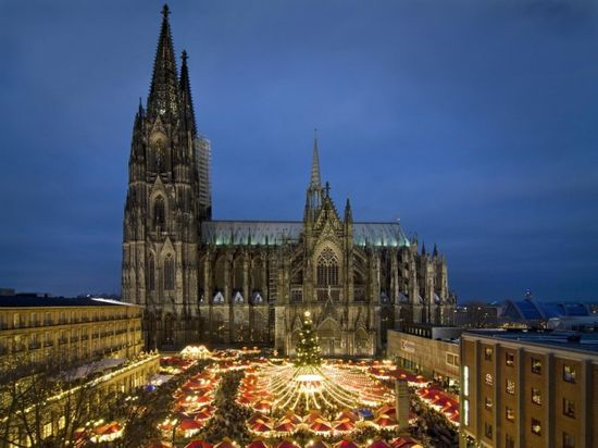 Cologne_cathedral_Xmas_Mkt