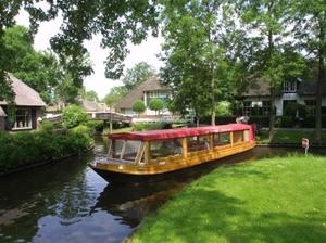 Rondvaartboot_giethoorn_2