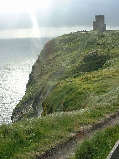 Cliffs_of_moher_briens_tower_2
