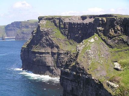 Cliffs_of_moher_looking_north